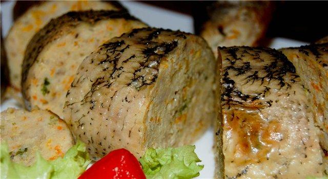 фаршированная щука на блюде