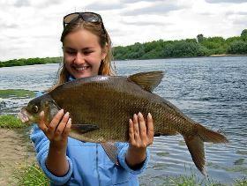 девушка лещ река рыбалка