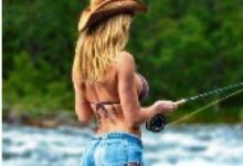 девушка в реке ловит нахлыстом