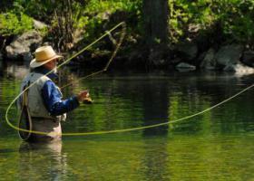 Ловля нахлыстом в прозрачной воде