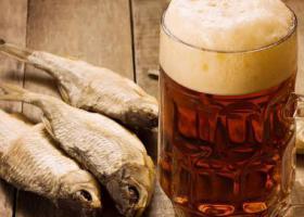 рыба вяленая пиво стол