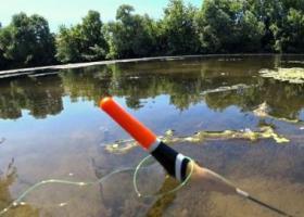 Ловля рыбы на озере поплавочными снастями