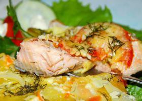 Горбуша запеченная в духовке  с картошкой - пошаговое фото