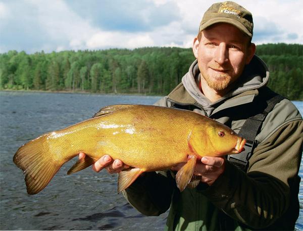 ловля крупных рыб руками видео